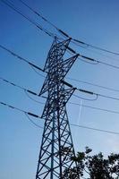torre de electricidad de transmisión de potencia foto