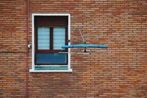 ventana en la antigua fachada de la casa foto