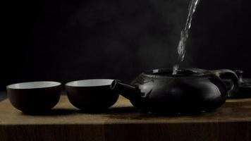 theeceremonie en een zwarte theepot van yixing klei video