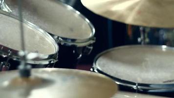 Schlagzeuger spielt in der Probe video