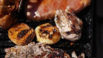 steak de porc grillé video