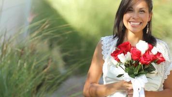 retrato, de, novia, en, boda, tenencia, ramo video