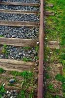 antigua vía de ferrocarril en la estación foto