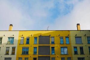 ventana en la fachada de la casa foto