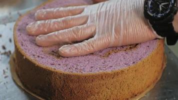 Cutting a Cake in Top Off video