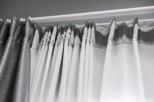 cortina en la ventana de la sala de estar foto