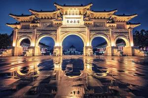 arco de la plaza de la libertad en taipei foto