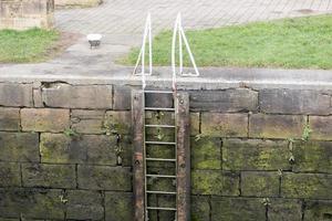 una escalera con cerradura foto