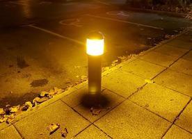 luz de noche naranja foto