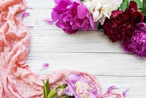 flores de peonía como borde foto