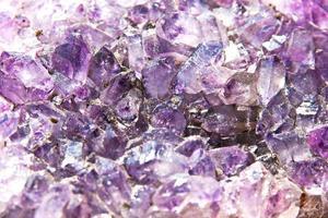 Fondo abstracto de amatista, hermoso cuarzo violeta. foto
