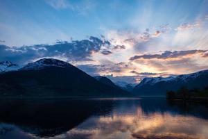 amanecer en noruega foto