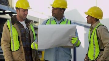 portret van bouwvakkers video