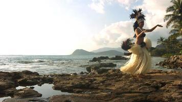 polynesische Tänzerin tritt auf, Zeitlupe video