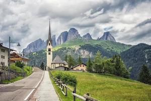 Paisaje de los Dolomitas en el Tirol del Sur Italia foto