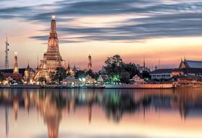 templo de wat arun en bangkok, tailandia foto