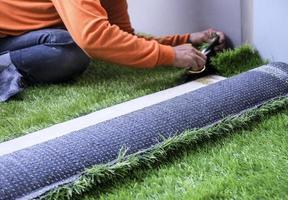 césped artificial en el jardín foto