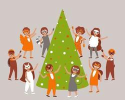 niños con disfraces de carnaval y máscaras de animales del bosque bailan alrededor del árbol de navidad vector