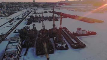 condición invernal de los barcos logísticos tiro aéreo video