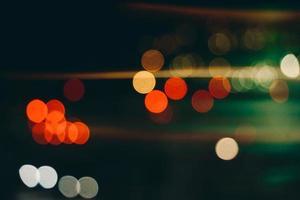 coloridas luces de la calle bokeh en la noche foto