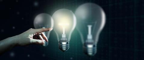 concepto de idea brillante de negocios de inspiración creativa e innovación foto