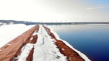 rivière rouge dans la neige video