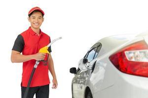 Retrato de trabajador y servicio de gasolinera foto
