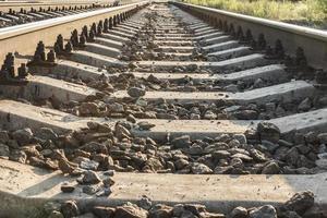 ferrocarril entrando en la distancia foto