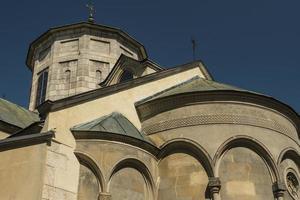 la antigua iglesia armenia en la ciudad vieja de lviv foto