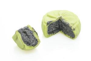 pastel de luna chino sabor a té verde con sésamo negro foto