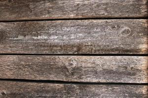 Fondo de superficie de mesa de madera oscura con textura de madera y espacios entre tablas foto