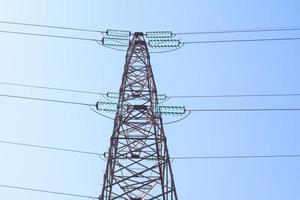 torre de transmisión eléctrica de alta tensión torre de energía foto