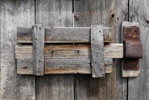 auténtica cerradura de puerta primitiva foto