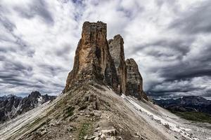 Tre cime di lavaredo picos montañosos en Dolomitas Italia foto