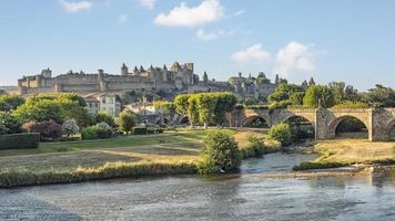 Vista del casco antiguo medieval de Carcasona en Francia foto