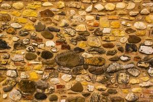muro de piedra amarillenta foto