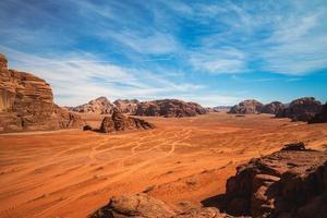 desierto de wadi rum o valle de la luna en jordania foto