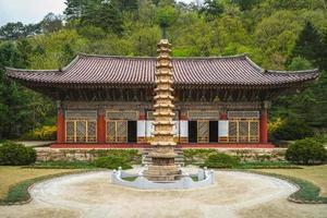 Templo de Pohyonsa en Hyangsan, Corea del Norte foto