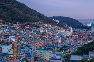 atracción famosa aldea de la cultura gamcheon en busan en corea del sur foto