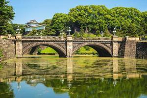 puente seimon ishibashi del palacio imperial de tokio foto