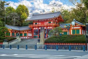 Santuario de Yasaka o Santuario de Gion en Kioto, Japón foto