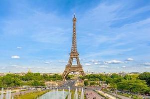 La torre Eiffel es la estructura más alta de París, Francia. foto