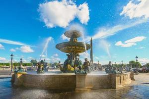 Fontaines de la concorde en la place de la concorde de París, Francia foto