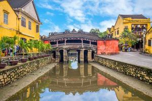 Puente cubierto japonés también conocido como lai vien kieu en hoi an, vietnam foto
