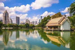 paisaje del parque lumphini en bangkok, tailandia foto
