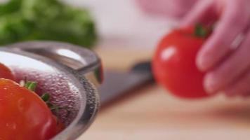 skivar färska tomater, närbild video