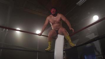 lutador mascarado pula das cordas video