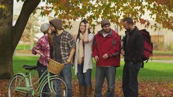 Porträt von College-Studenten auf dem Campus video