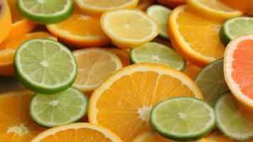 fatias de frutas cítricas frescas video