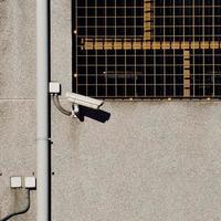 cámara de seguridad en la pared foto